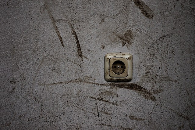 špinavá zeď