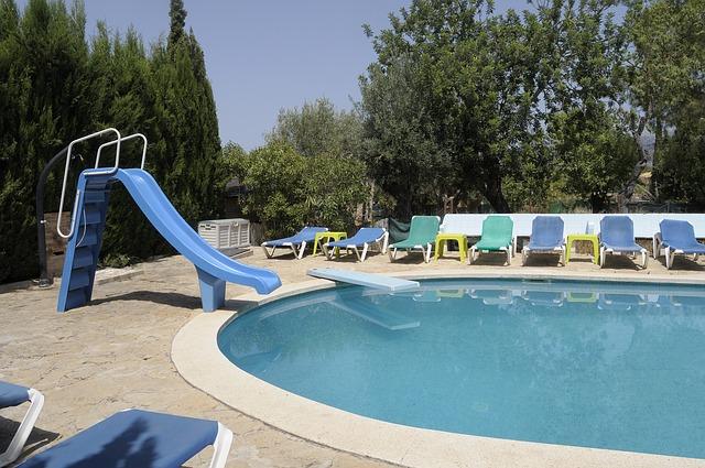 Odzimování bazénu je součástí jeho pravidelné předsezónní údržby