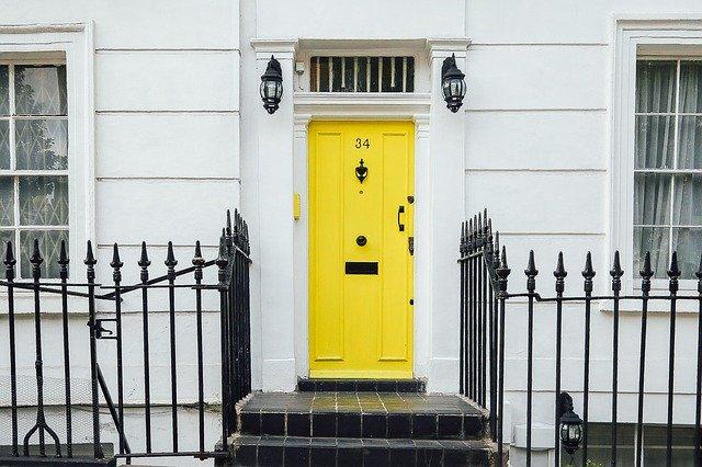 žluté dveře